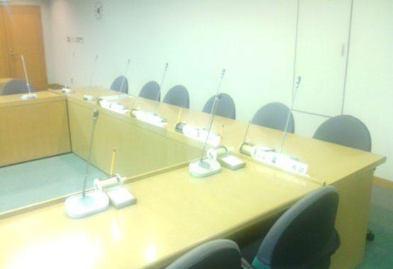 文京区議会の委員会室