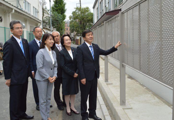 ブロック塀改修工事中の現場を視察