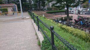 転落防止ネットの設置前の柵